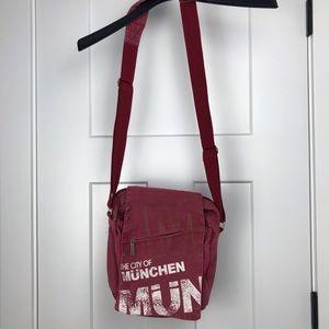 Robin Ruth Munchen crossbody/messenger  bag